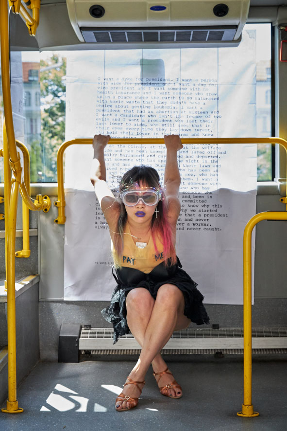 Performance mit Liu Xiaoer im Perfoflexbus© Janine Escher