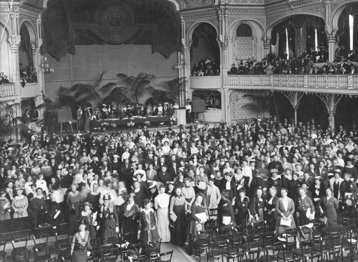 Erster Frauenfriedenskongress 1915, Den Haag, foto: Vredesmuseum, Delft.