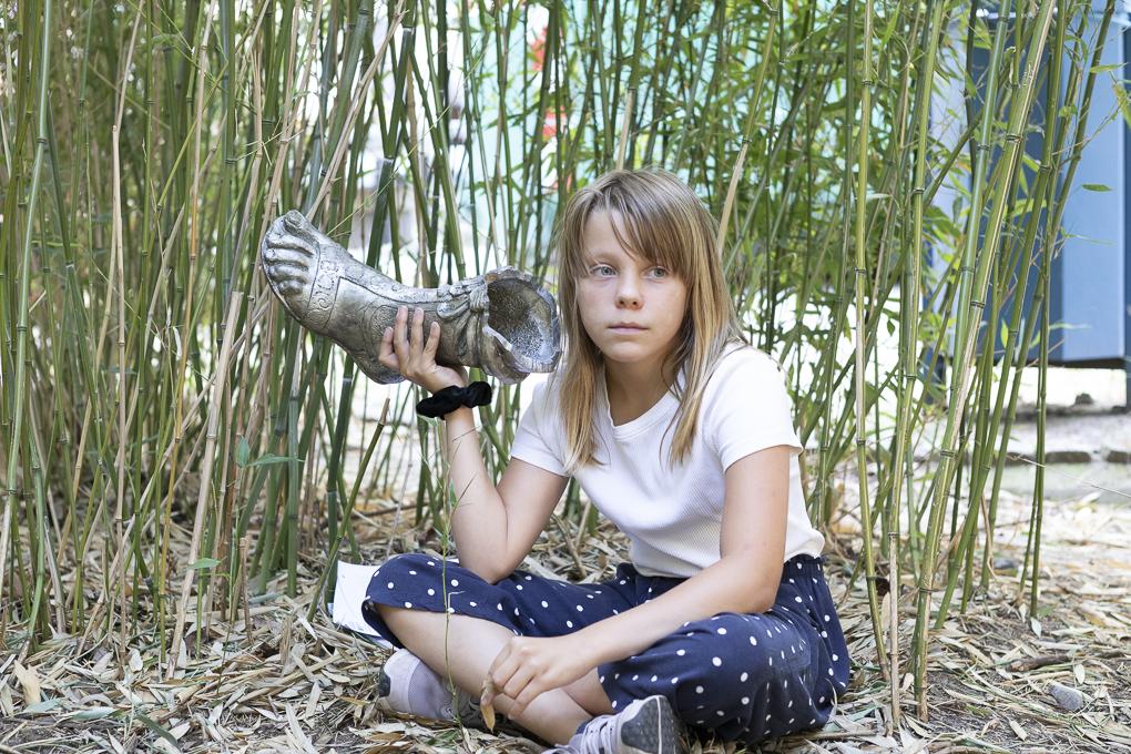 Schülerin vom Sophie-Brahe-Schule hört der Fuß von Armor zu