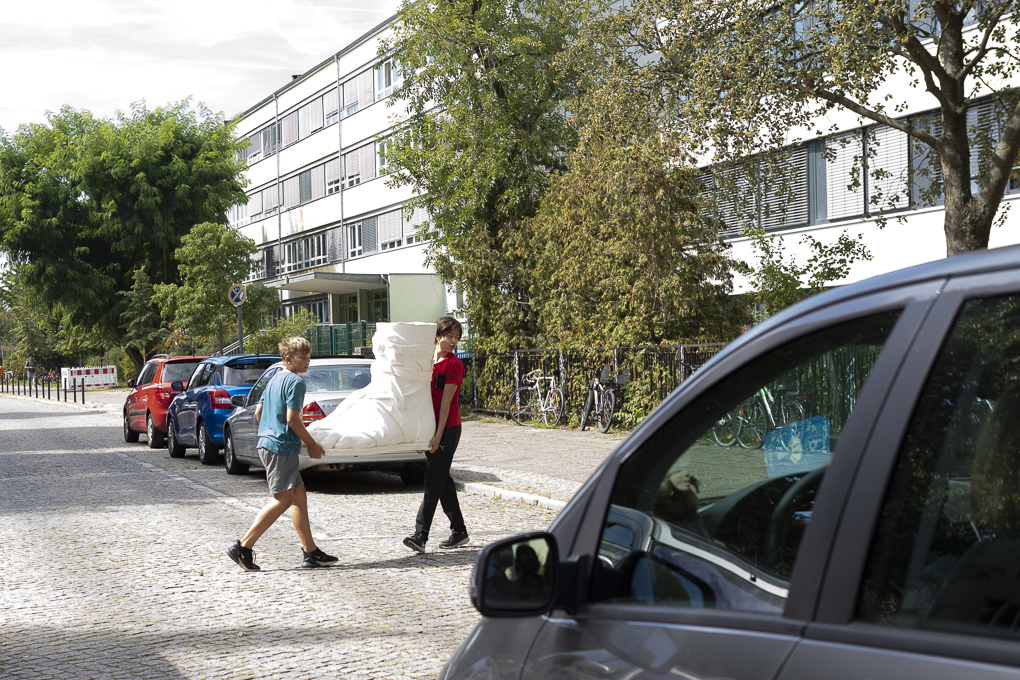 Schüler vom Sophie-Brahe-Schule mit Fuß von Diana als Jägerin